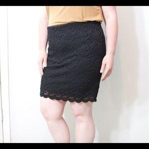 Torrid Black pencil skirt lace stretch size 2